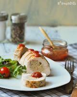 Pollo relleno de jamón serrano y manchego con salsa de membrillo