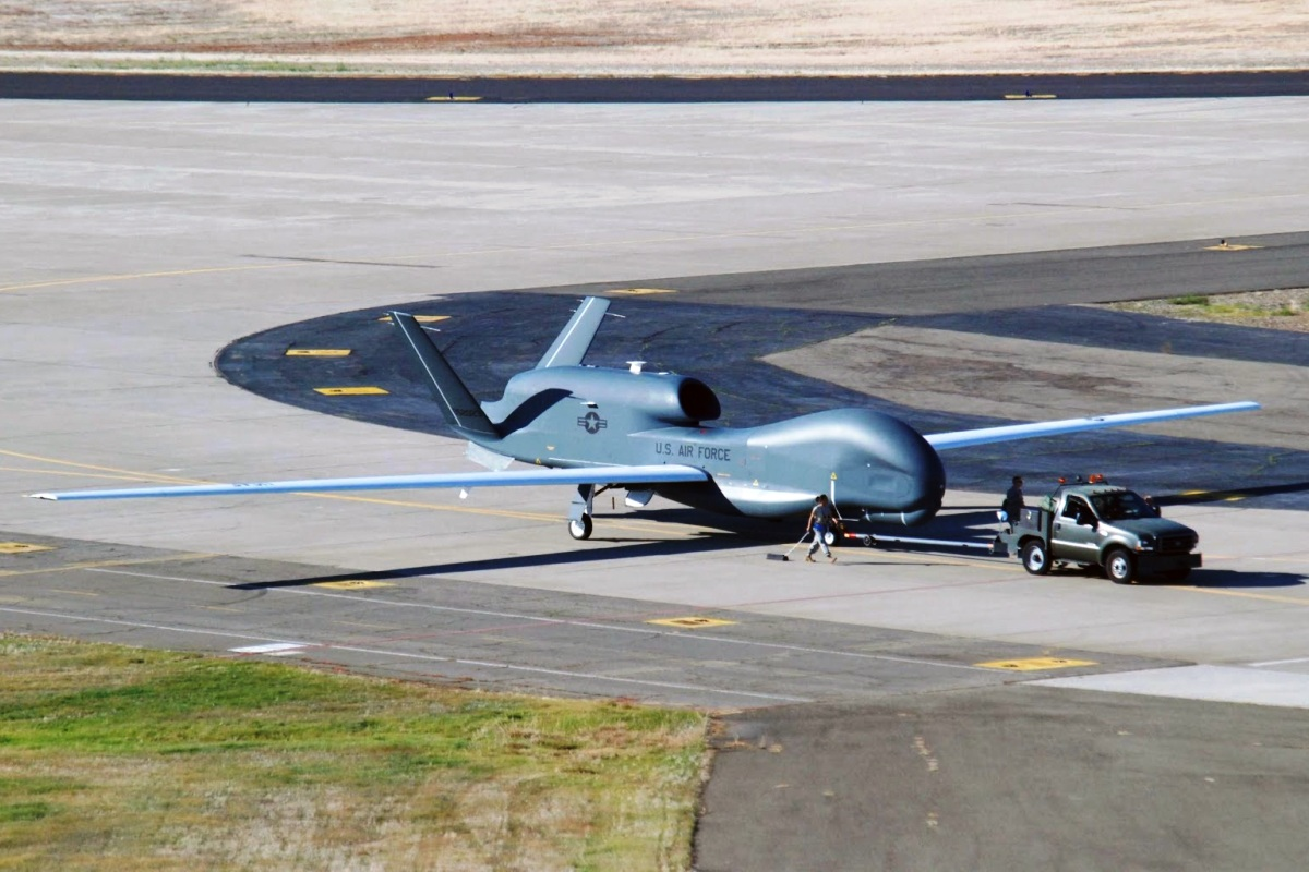RQ-4 Global Hawk Pesawat UAV 2
