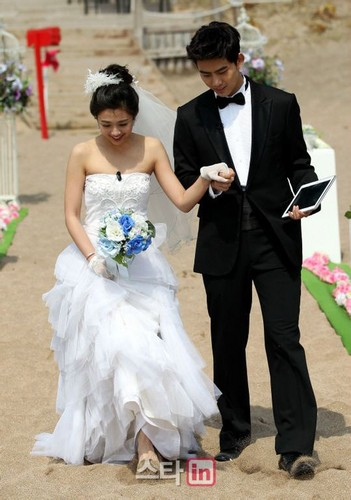 taecyeon and emma wu dating 2014 Emma wu ying-chieh (chinese: 吳映潔 born 11 august 1989), also known as gui gui (chinese: 鬼鬼), is a taiwanese singer and actress.