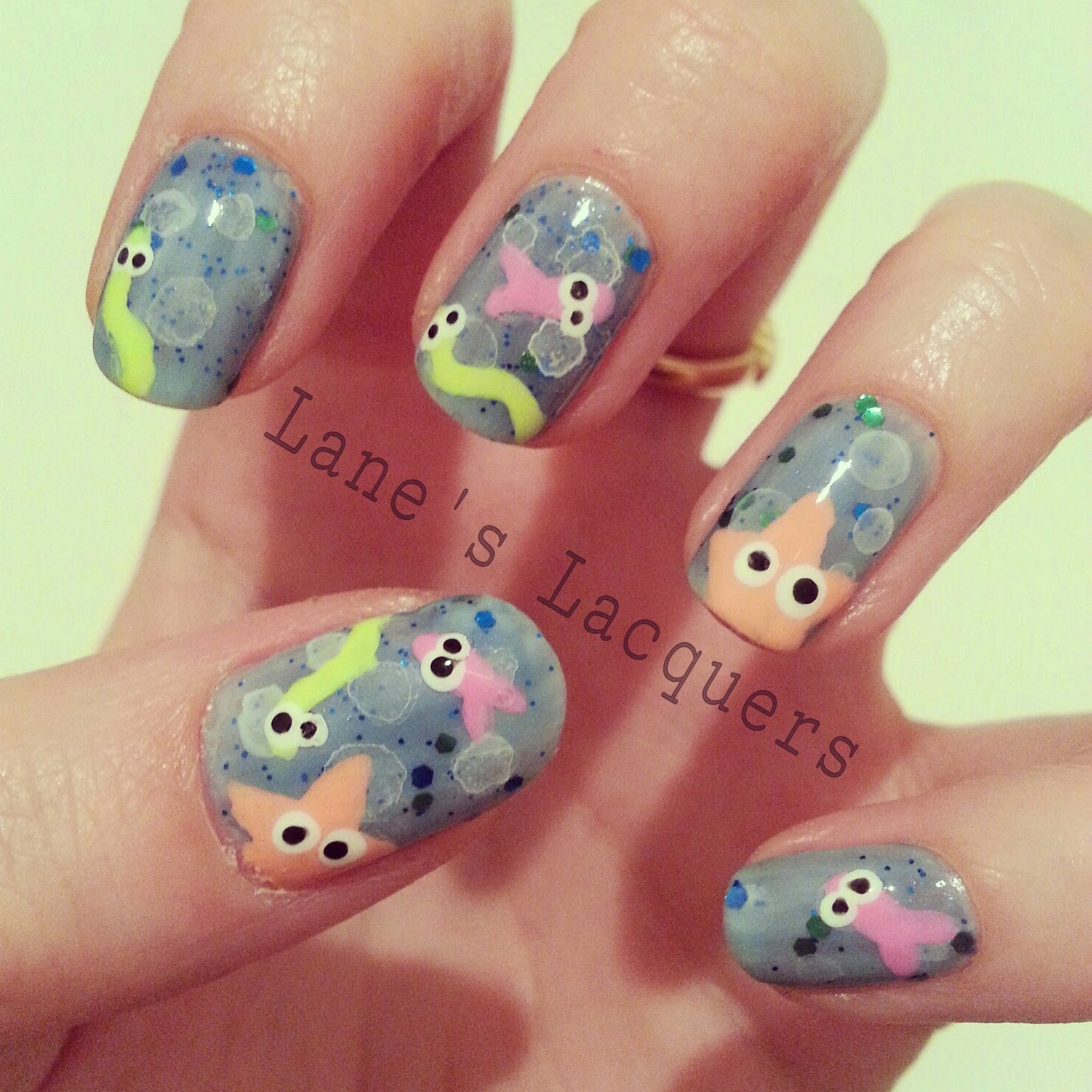 cute-under-the-sea-freehand-manicure