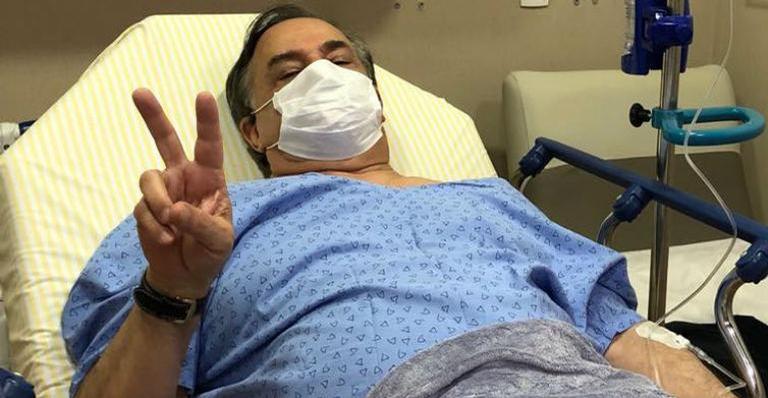 Ronnie Von tranquiliza fãs após ser internado com gripe H1N1