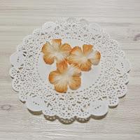 http://whereideasbloom.com/orange-tone-fabric-flowers/