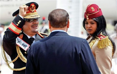 [Image: muammar_algaddafi_female_bodyguards_16.jpg]