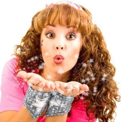 Tatiana mandando un beso