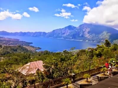Foto wisata danau dan gunung batur di kintamani