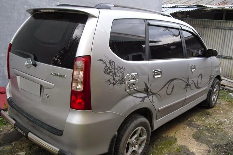 modifikasi stiker mobil daihatsu xenia