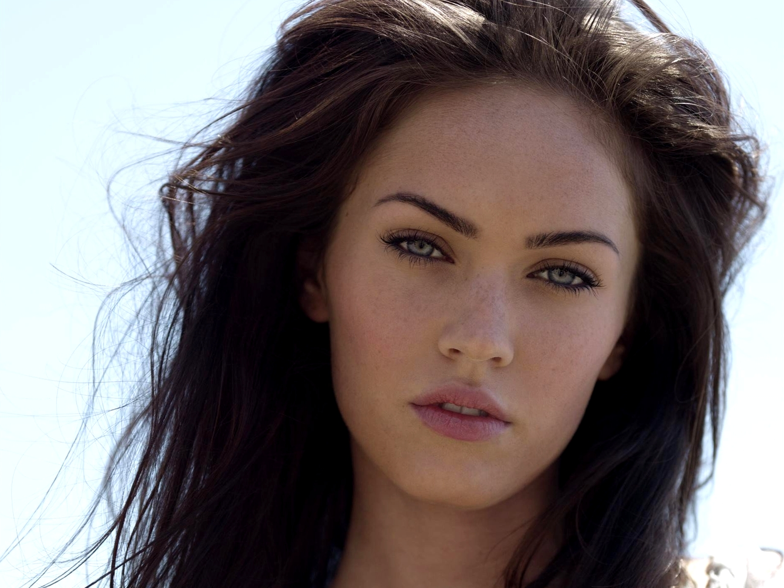 67877_megan-foks_or_megan-fox_1600x1200_(www_GdeFon_ru)