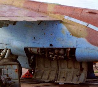 Открытый отсек двигателя штурмовика Су 25.