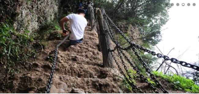 Lelaki Kudung Daki Gunung Paling Berbahaya Di China
