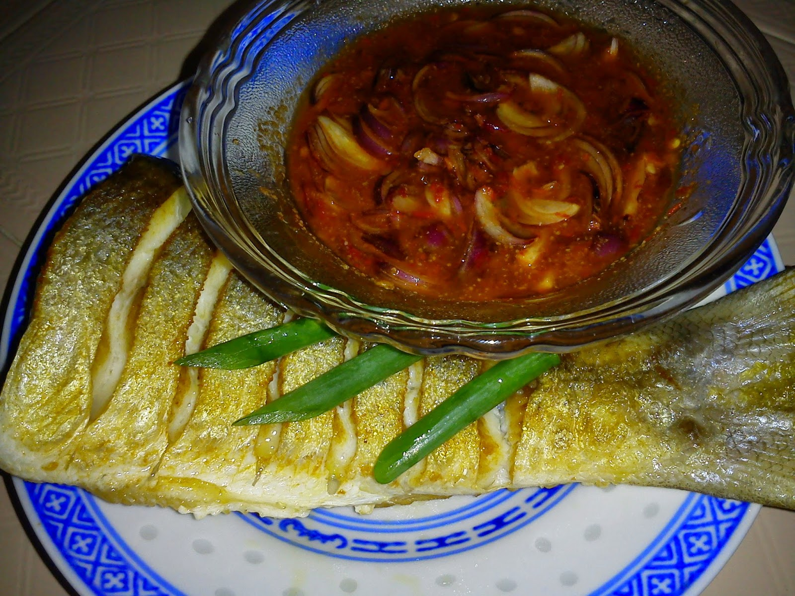 Fried fish with lum chut tastelloutis cooking for Good side dishes to serve with a fish fry