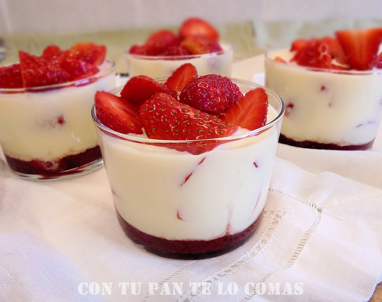 Vasitos de fresas y mascarpone