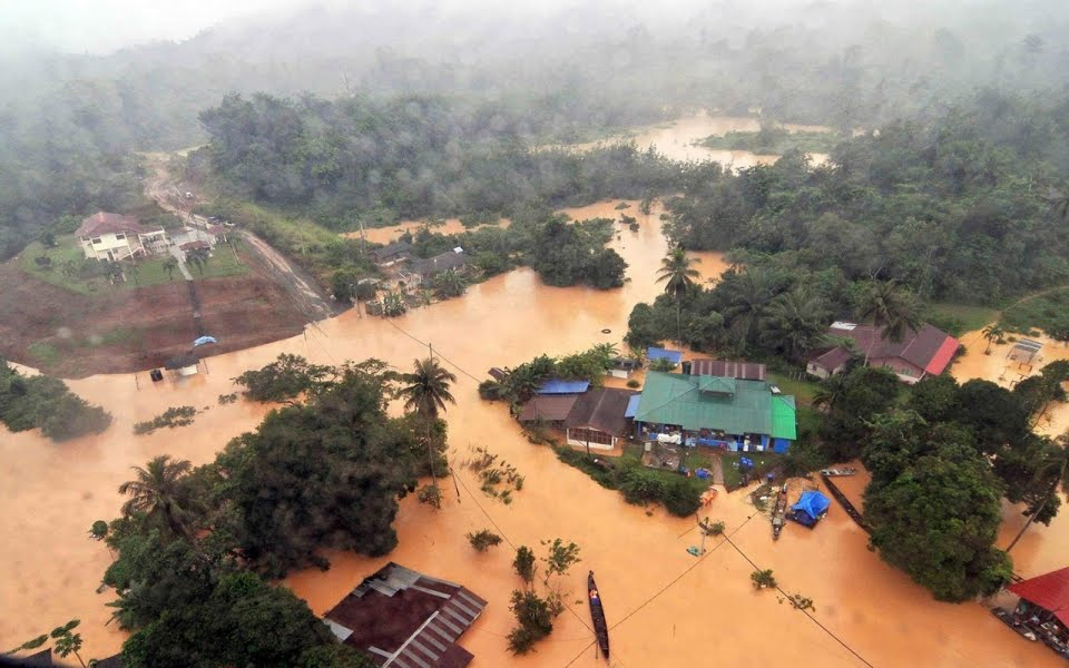 Malaysia Floods: Streets almost 1 meter under water: Forecasters say there is more rain to come and