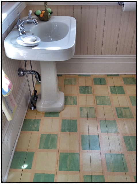 How to paint a bathroom floor 28 images 17 best ideas for Paint for linoleum floors in bathroom