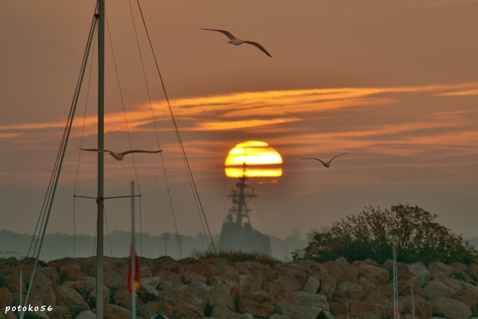 el amanecer de hoy sol y gaviotas Rota
