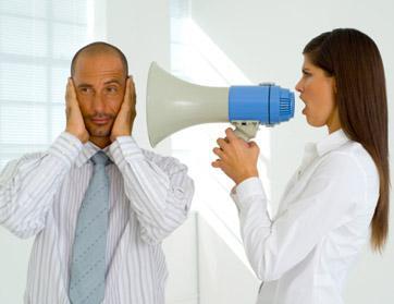 كيف تجعلين زوجك يستمع اليكى  - امرأة تصرخ فى مكبر صوت - woman scream on man ears