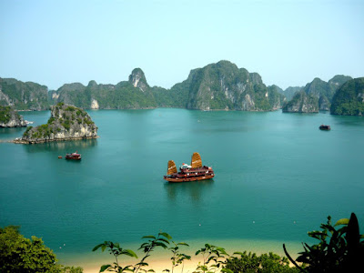 New 7 Wonders of Nature Halong%20bay3