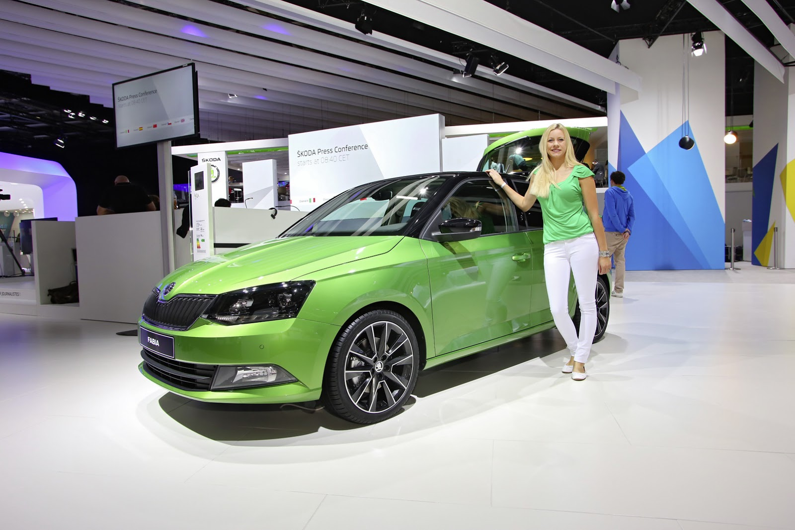 sharp new skoda fabia and fabia combi arrive in paris carscoops. Black Bedroom Furniture Sets. Home Design Ideas