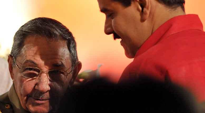 http://2.bp.blogspot.com/-NdgGTIJPwdc/UdmqAtX_mdI/AAAAAAAACM0/wIV3yg6TjCI/s1600/23211Nicol%C3%A1s-Maduro-y-Ra%C3%BAl-Castro-980.jpg