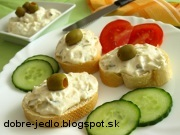 Bryndzová nátierka s nakladanou uhorkou - recept