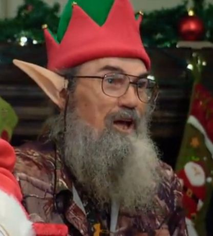 "Uncle Si wearing Elf costume saying that kids are ""spoiled rotten"""