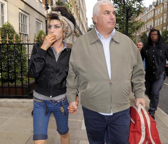 El padre de Amy Winehouse ha publicado un libro.
