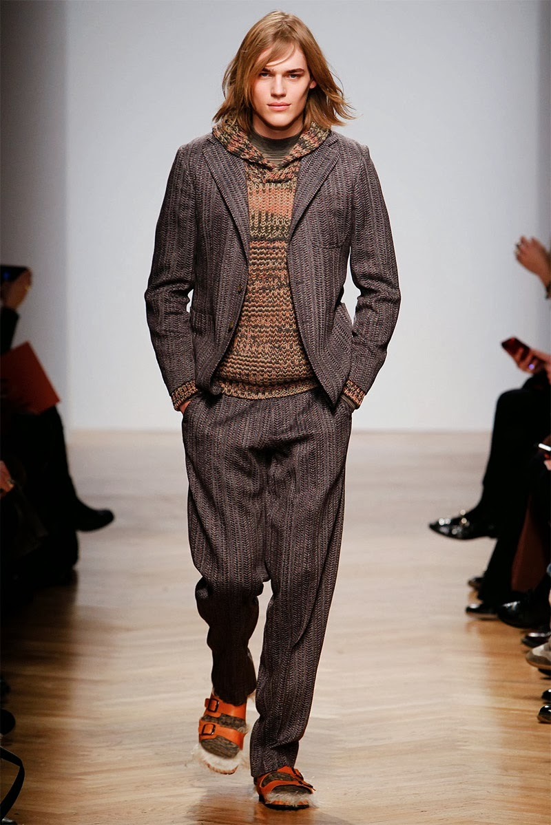 [Image: missoni-fall-winter-2014-show-photos-0001.jpg]