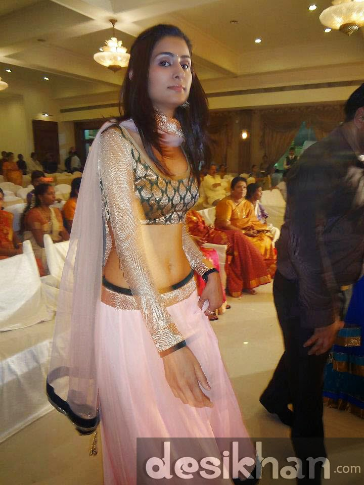 Dance Bar Girl Rachna At An Indian Wedding indianudesi.com
