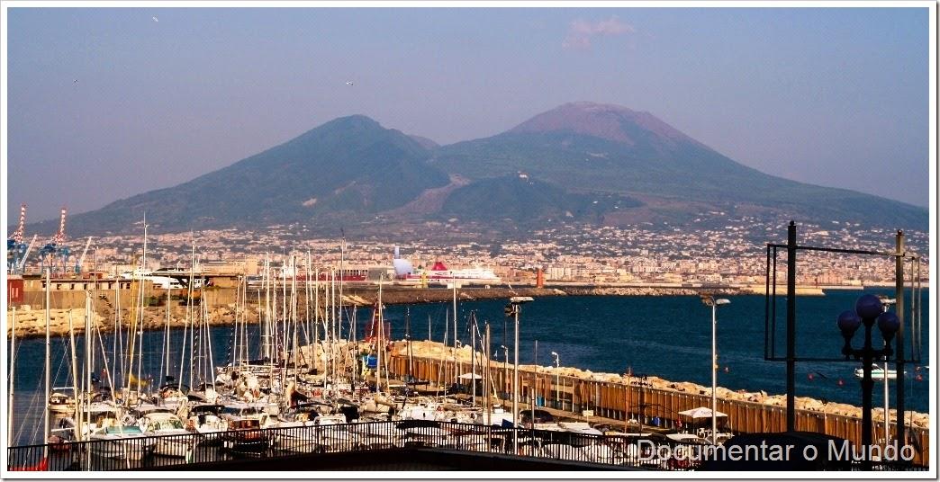Porto de Nápoles e o Vesúvio, Itália