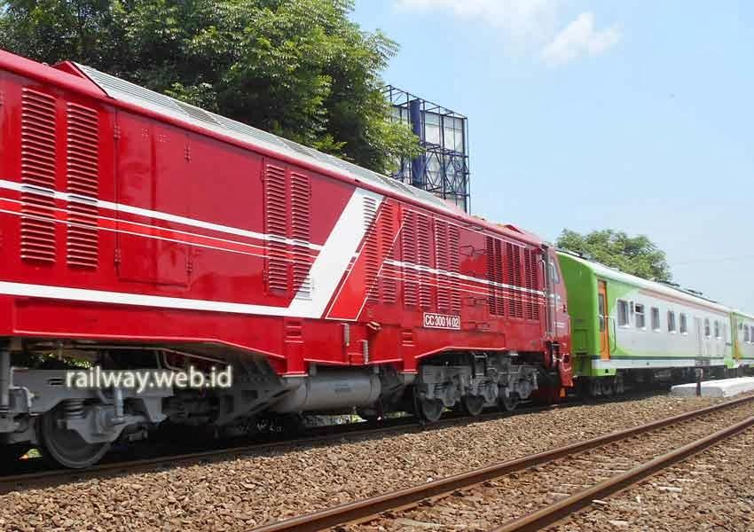 foto lokomotif CC 300 14 02