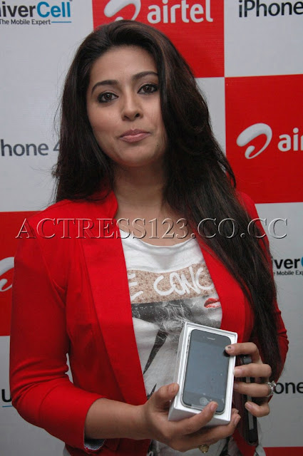 Sneha latest Hot Photos in Airtel I-phone Launch
