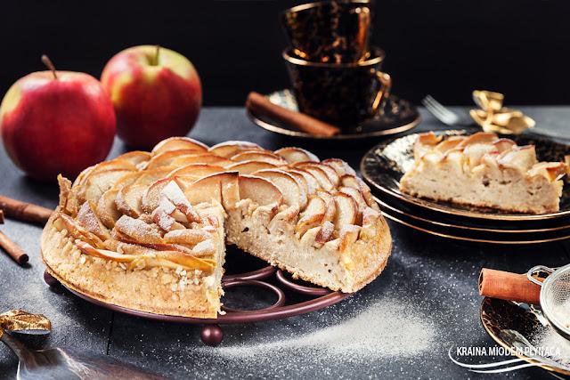 ciasto róża, ciasto owsiane, ciasto na płatkach owsianych, ciasto z jabłkami, jabłecznik, placek owsiany, placek z jabłkami, placek jabłkowy, róża z jabłek, zdrowe ciasto, ciasto bez glutenu, ciasto bez mąki, ciasto z owocami, placek z owocami, jabłka, cynamon, płatki owsiane, kraina miodem płynąca, pieczona owsianka z jabłkami,