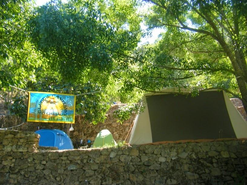 Tendas junto á Praia Fluvial do Alamal