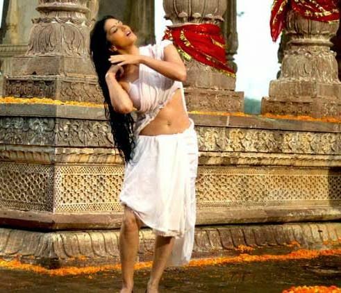 Sunny Leone Bathing photos, Sunny Leone bathing pics, Sunny Leone bathing wallpaper, Sunny Leone unseen hot wet saree photos
