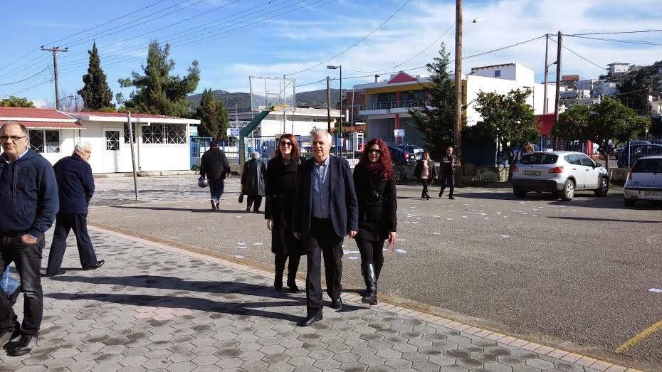 Χαλκίδα: Με την οικογένειά του προσήλθε στις κάλπες ο Βαγγέλης Αποστόλου (ΦΩΤΟ)