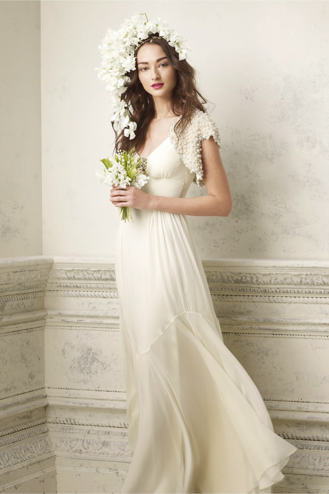 Wedding dress find elegant simple wedding dress for A pretty wedding dress