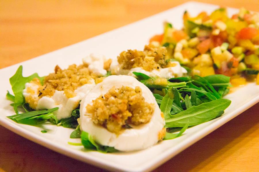 Marinierter Ziegenkäse mit mariniertem Gemüse