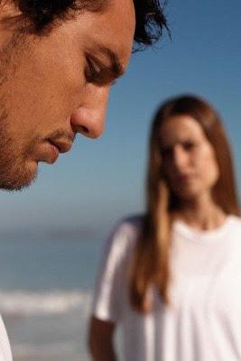 sad hispanic man wife - لاتكوني بهذه الصور.. أمام زوجك