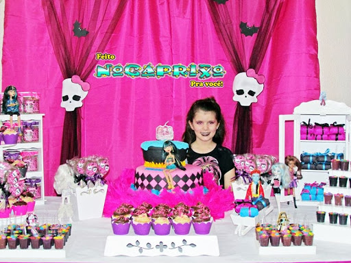 Mesa Guloseimas - Monster High