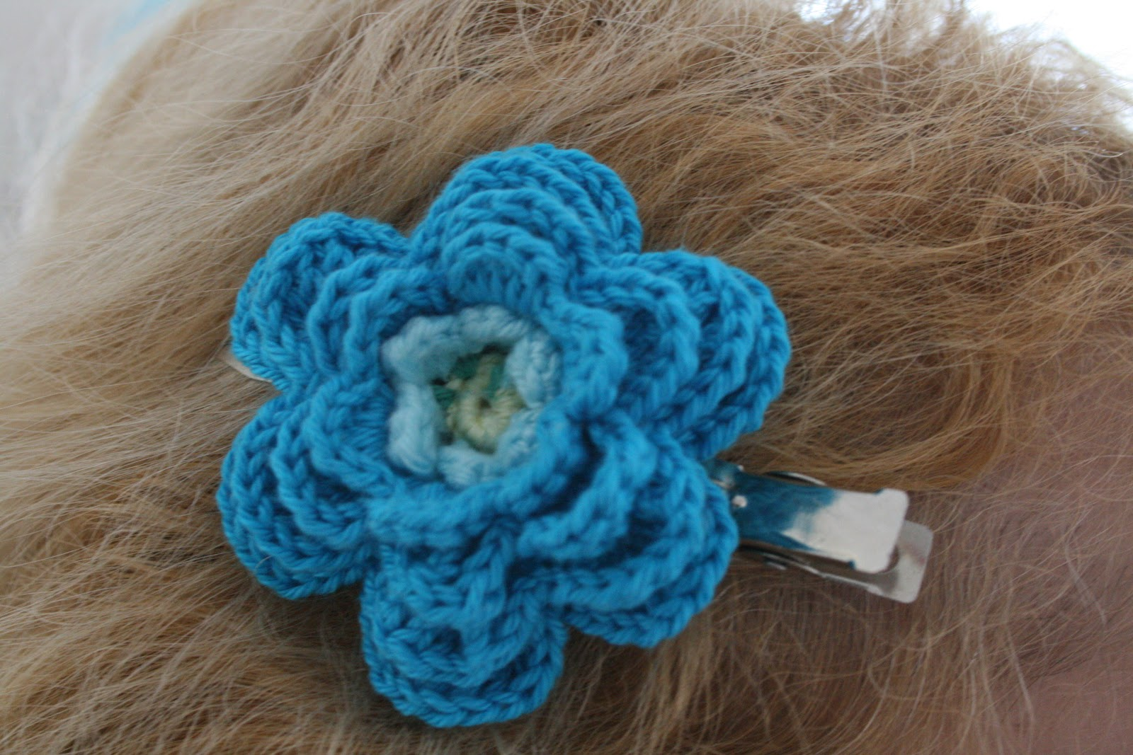 Happy Woman: Crocheted hair clip