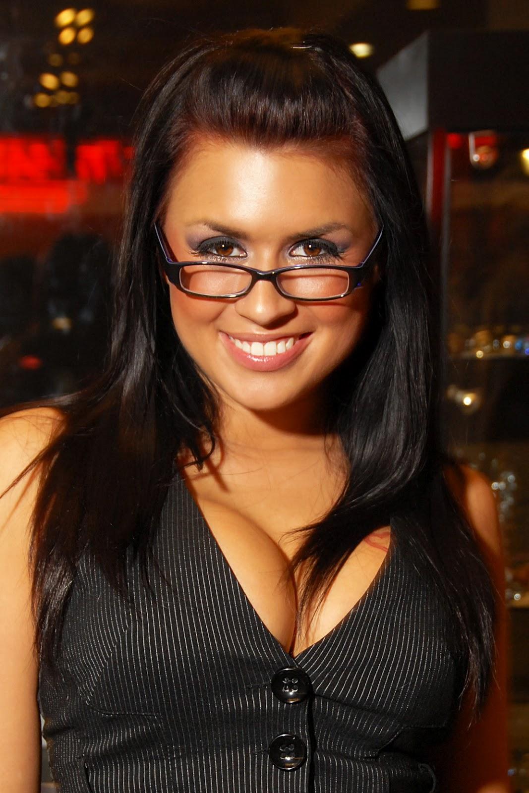 http://2.bp.blogspot.com/-Nfbujp7ZC3E/UAgPqr9WqPI/AAAAAAAACiQ/f7V-wJEDhzE/s1600/Eva+Angelina+Hot+wallpapers+(2).jpg