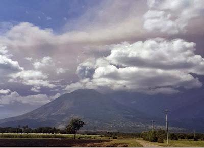 volcán Chaparrastique en erupción, 29 de Diciembre 2013