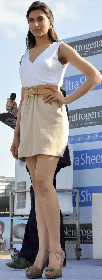 Hot Actress Deepika Padukone Pictures