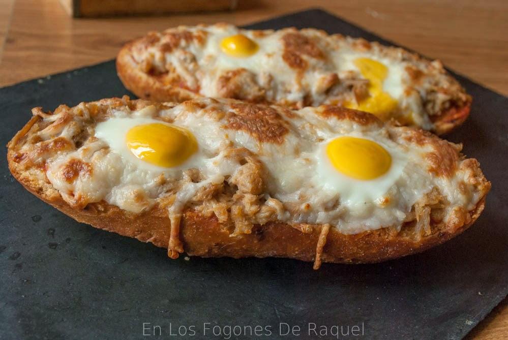 http://enlosfogonesderaquel.blogspot.com.es/2014/05/panini-de-pan-de-cebolla-con-atun-y.html