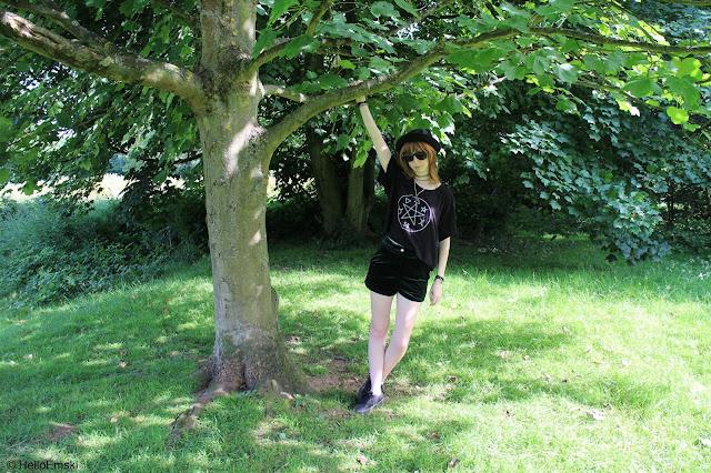 Ark pentagram tee - Alt summer outfit