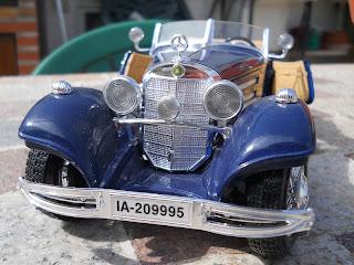 coche a escala 1:20 marca Burago Mercedes Benz 500 K Roadster 1936