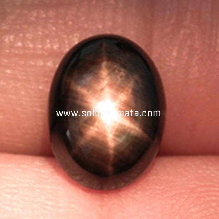 Batu Permata Black Sapphire Star