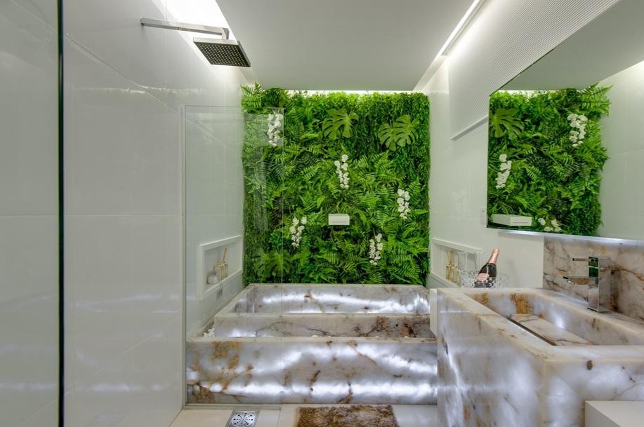 jardim vertical moderno: jardim vertical ao fundo. Projeto: Luma Botega e Sâmella Cardoso