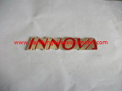 Emblem Alumunium Kombinasi Merah Innova