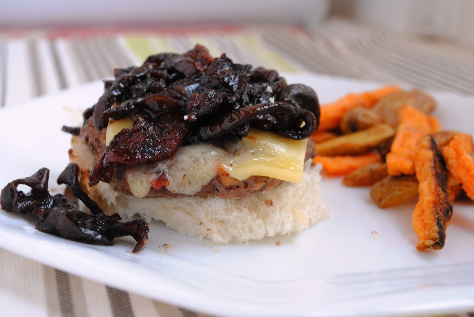 Burger with Bacon Onion Balsamic Jam | Neighborfood