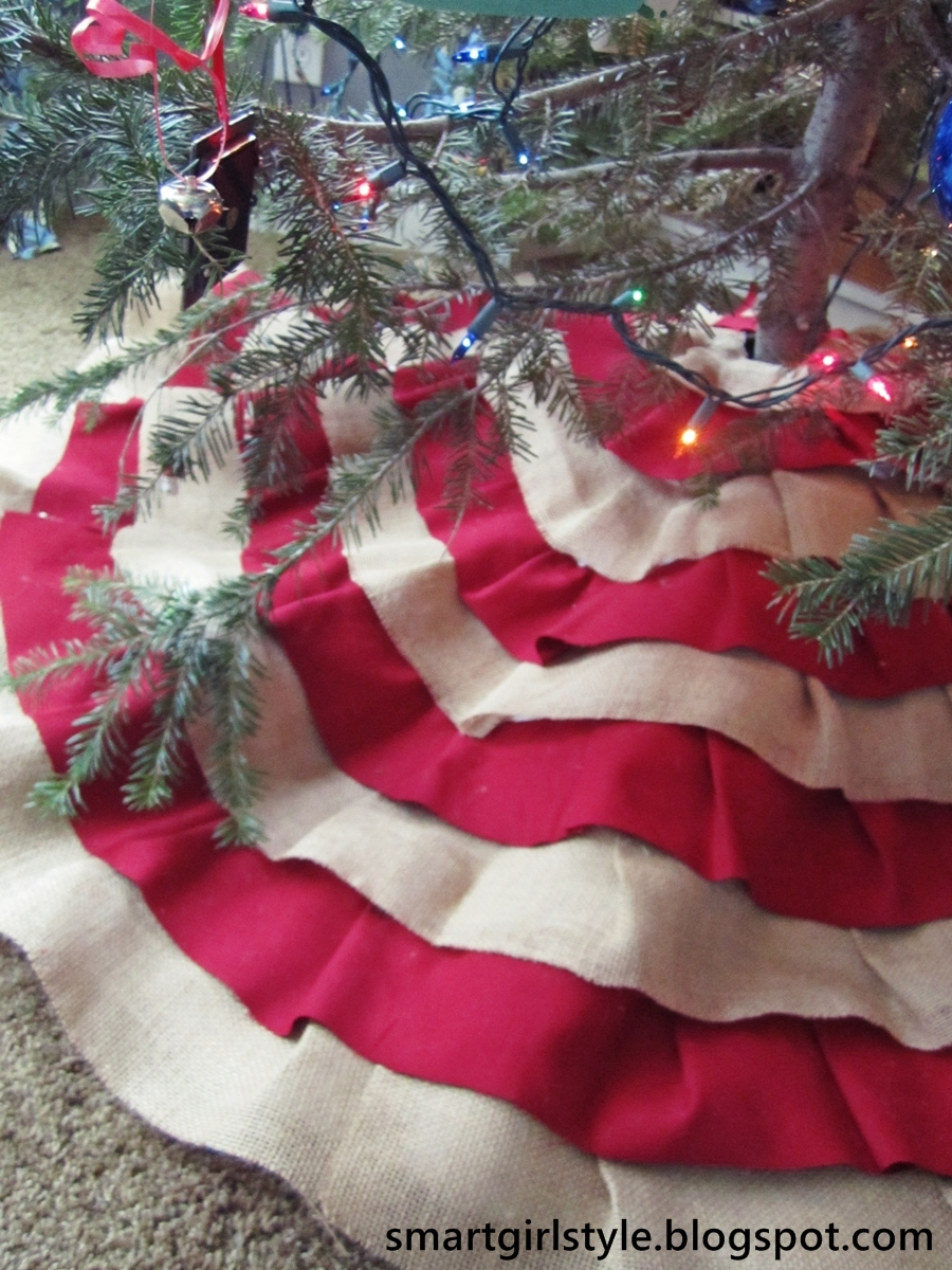 smartgirlstyle: Burlap Tree Skirt: No-Sew DIY